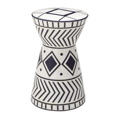 高級感とお洒落を両立する陶器製トライバルスツール