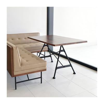 ウォルナットの無垢材を使ったリビングテーブル/BR